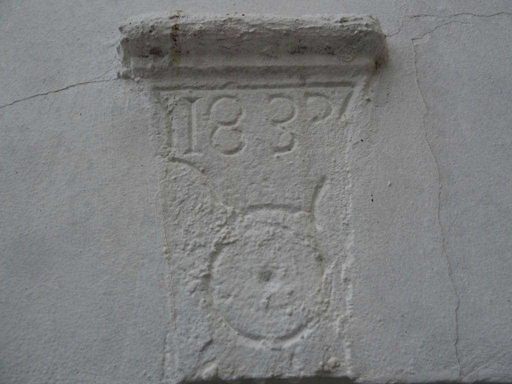 Gîte Lassègues, pierre gravée