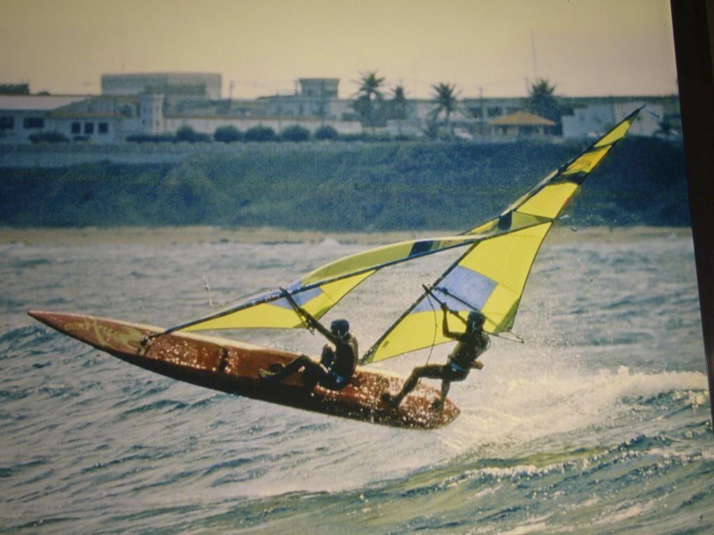 Die Surftwins - tollkühne Männer auf ihren fliegenden Kisten