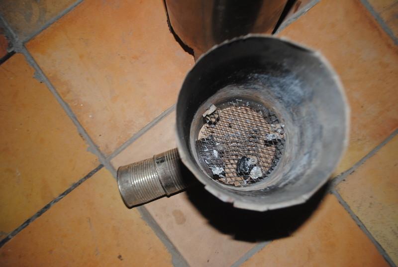 El reactor principal. Abaix hi ha la reixeta per aguantar el combustible.
