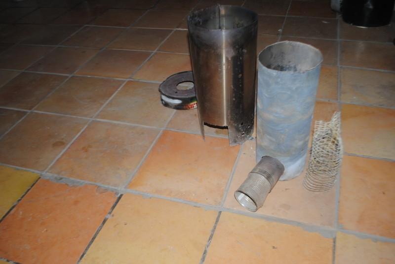 De dreta a esquerra: el tub interior de reixeta, el reactor principal, la camisa i el tap mesclador.