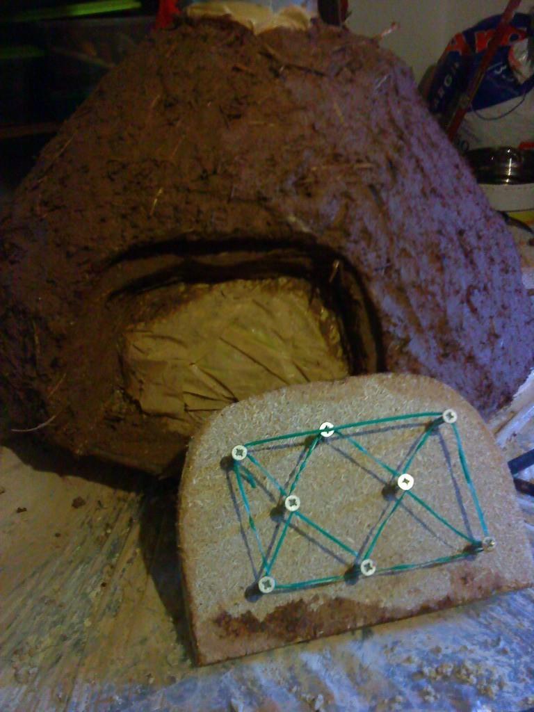 La part interior li posem un enreixat de cable per ajudar a fixar la pasta