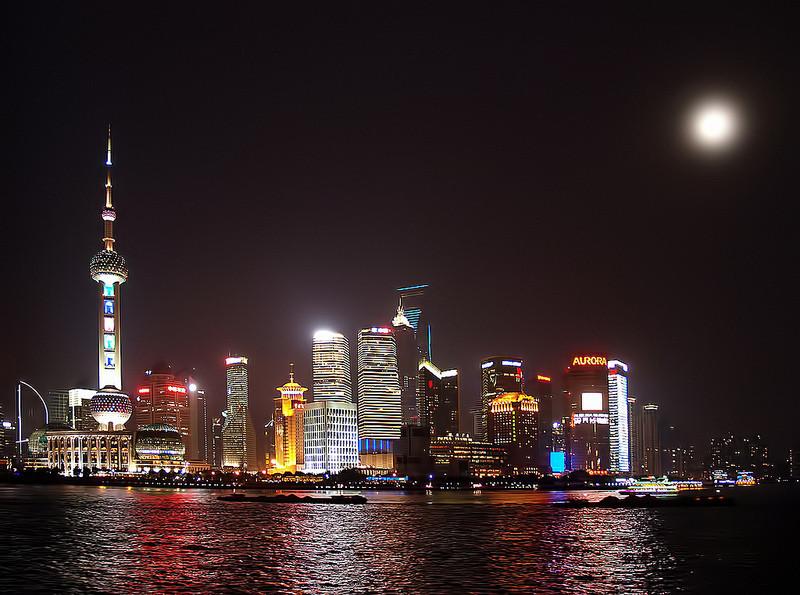 Shanghai con luna llena..
