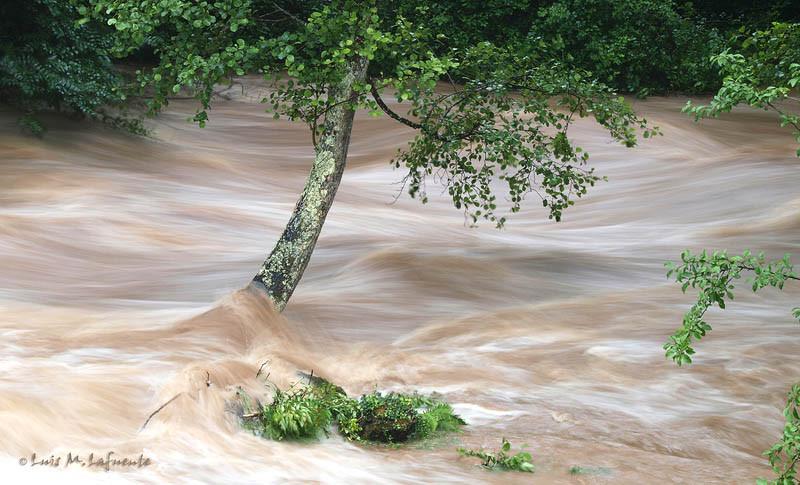 Rio Cubia con crecida, Villanueva