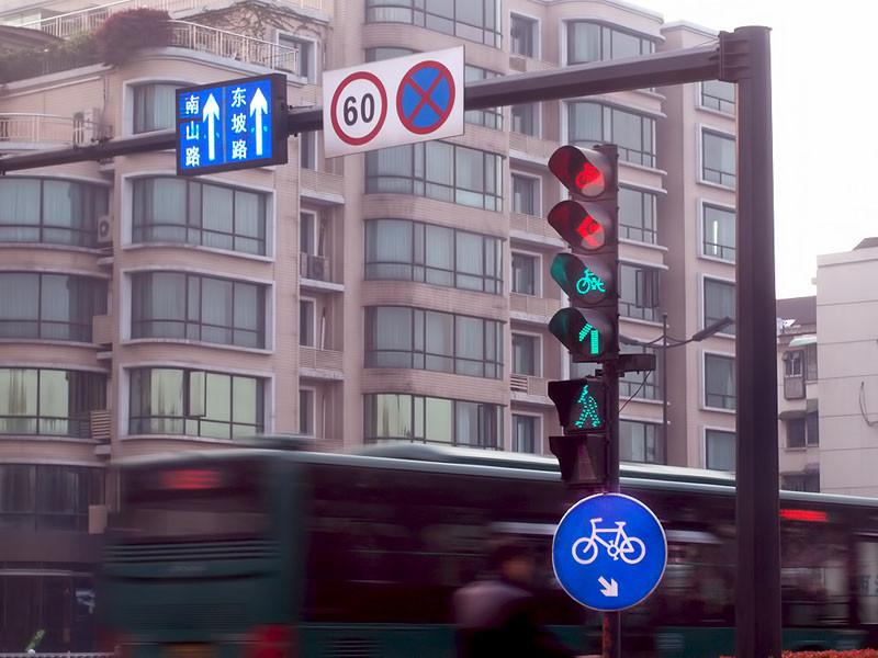 Tráfico ciudadano..y está en verde para peatones, quedan ocho segundos..