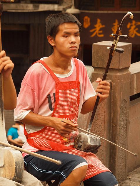 Hunan, aldea fenix, invidente y músico..
