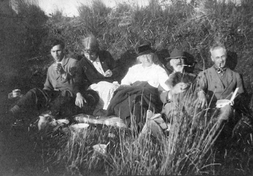 Charles Naper, Laura Knight, Cecily and Alfred Sidgwick and Harold Knight at Dozmary Pool in August 1914 (courtesy Maryella Pigott)