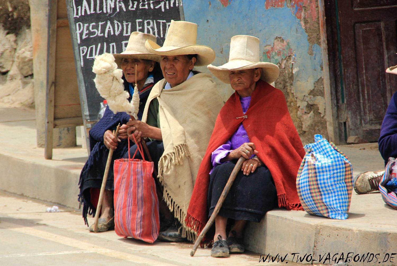 PERU 2015 - INDIGENAS IN ENCANADA