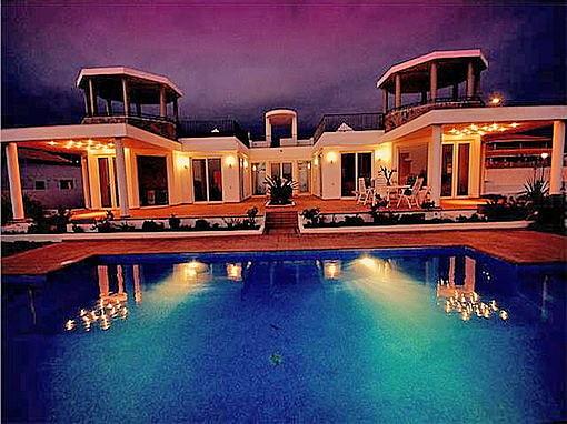 Bei Nacht erscheint die Villa in einer brillanten Schönheit !!!