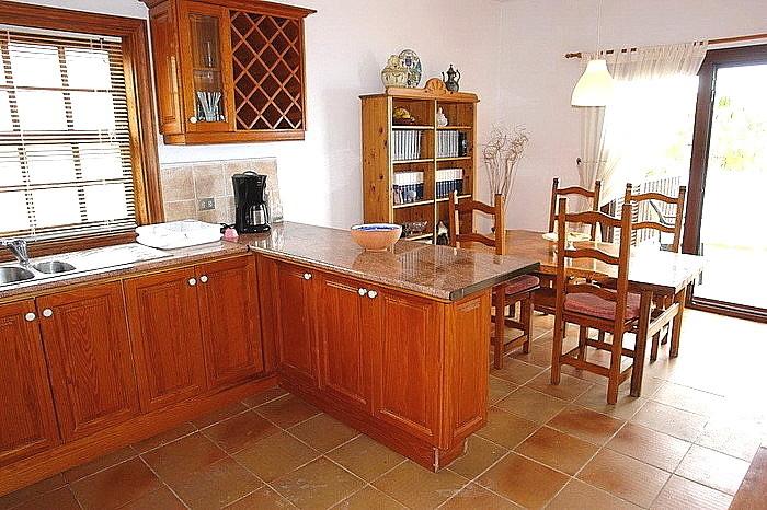 Küche mit viel Arbeitsfläche