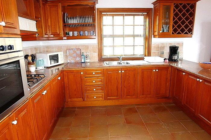 sehr geräumige Küche