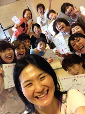 大阪高槻でのリーダー養成講座。みんなステキな笑顔です♪