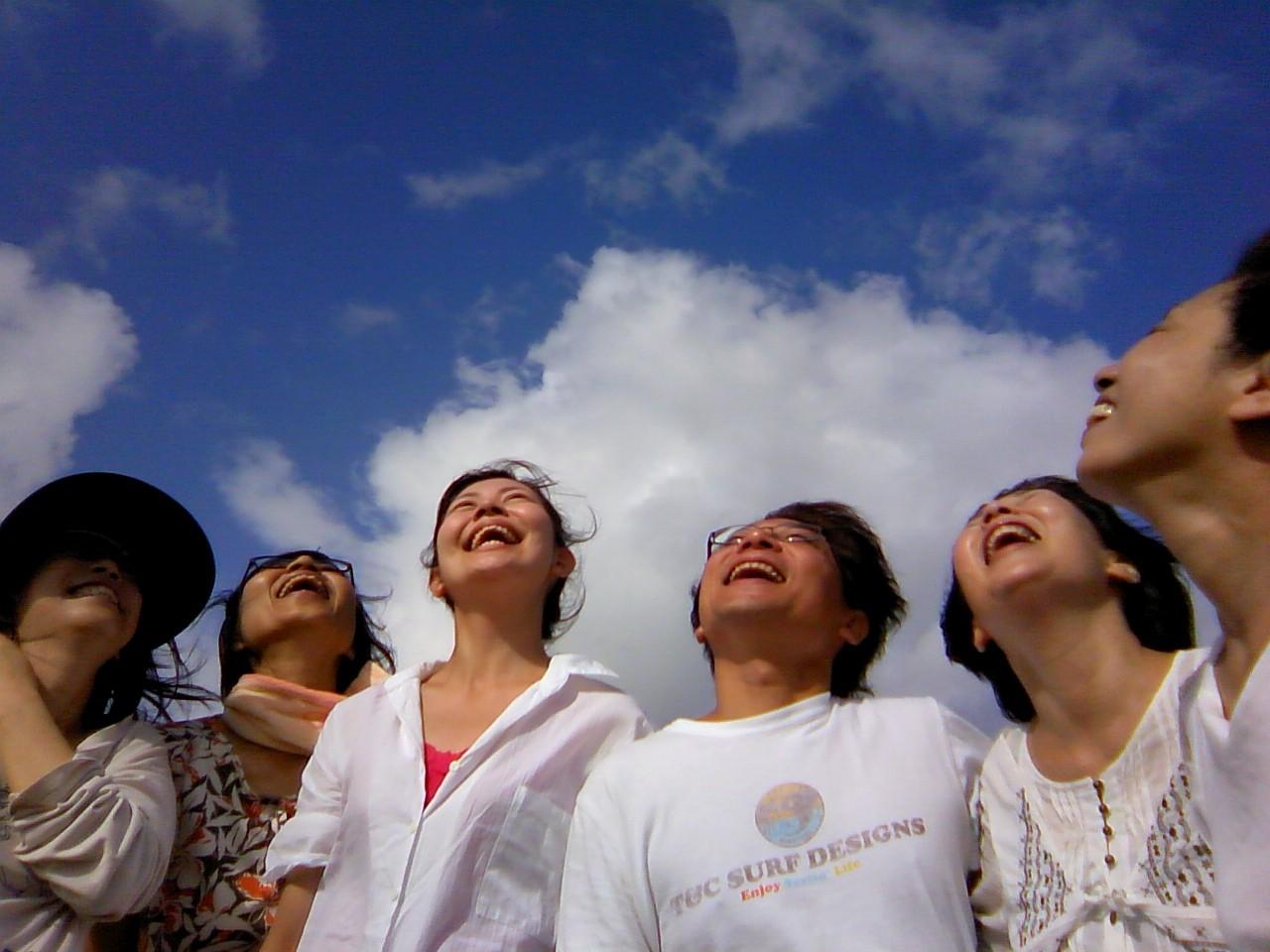 無料の笑いヨガを毎週開催しています。月曜朝8時30半頃から9時 名古屋市緑区滝の水公園頂上にて。