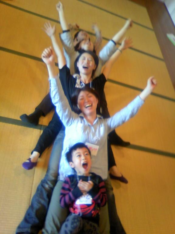 大阪高槻での笑いヨガリーダー養成講座。お子さんづれでもオッケーの講座もします。