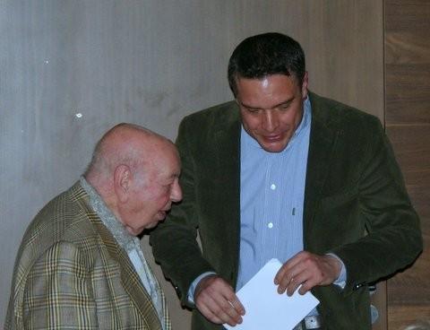 Coco Schumann und Niels Schröder nach dem gemeinsamen Gespräch auf der Bühne des Kulturkaufhauses Dussmann.