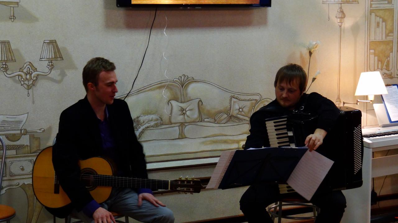 Дуэт Viaggio (Алексей Носов - гитара, Петр Миронов - аккордеон)