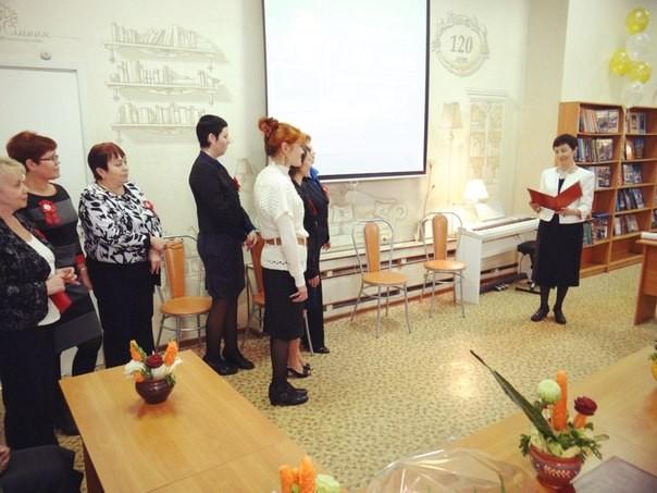 Коллектив библиотеки поздравляет директор Невской ЦБС Л.М. Огнева