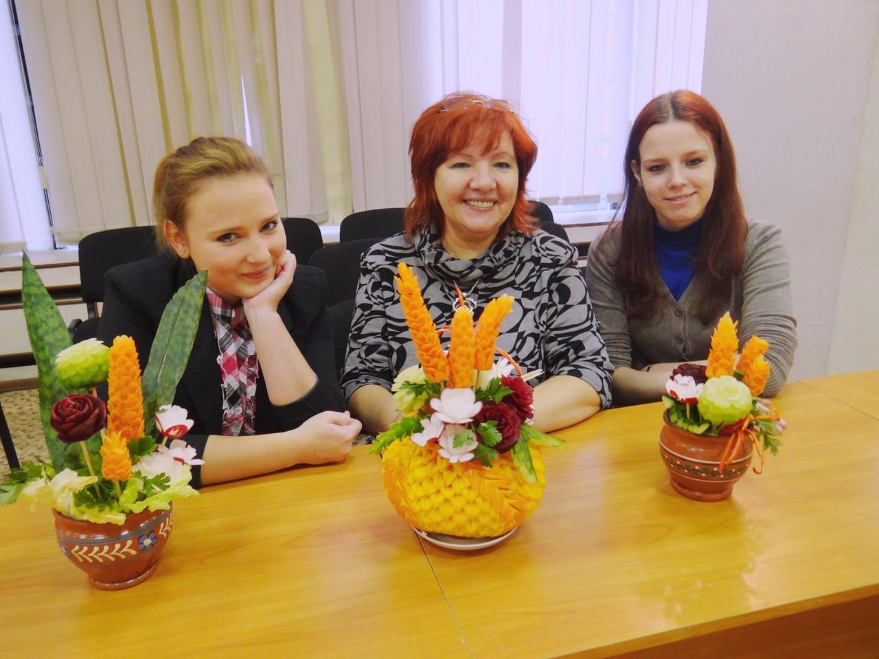 Учащиеся Российского колледжа традиционной культуры и их творения.