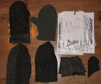 die einzelnen zugeschnittenen Teile zur Rekonstruktion des Handschuhs aus Ralswiek
