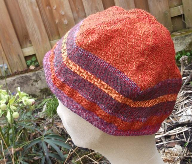 leichte Sommer mütze aus handgwebtem Stoff, sorgfältig von Hand genäht