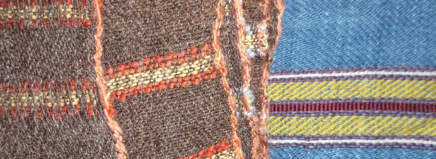 Gewebe nach Originalfunden und Farben : links Bergwerk Altenberg NRW Wolle Naturoptik und Pflanzengefärbt, rechts London, Wolle und Seide Pflanzen und Insektengefärbt