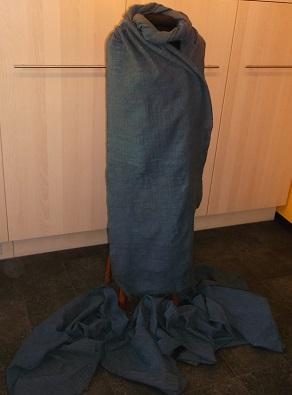 handgewebter weich fallender Stoff für ein hochmittelalterliches Kleid