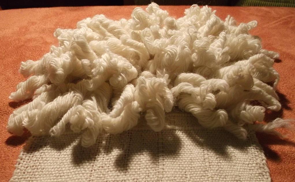 Mustertüchlein koptisches Schlingengewebe nach der Wäsche in lauwarmen Seifenwasser und liegener Trockung ohne Nachbehandlung