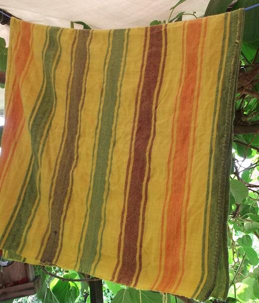 Leinwandbindung mit eingewebten Streifen aus Wolle, Pflanzengefärbt