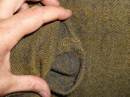Detail Armnaht, Detail Seitennaht innen, man erkennt schön den Farbunterschied von Vor und Rückseite.