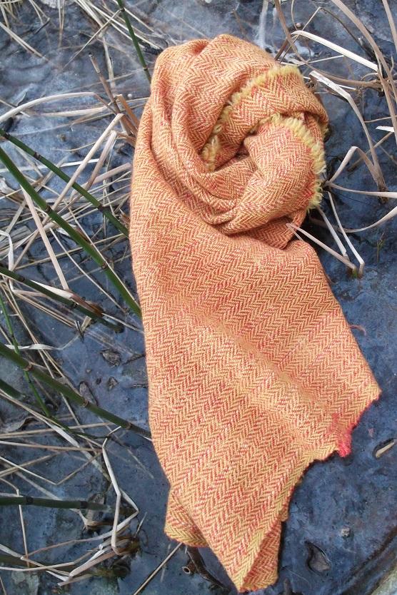 Fischgratköper aus Wolle Reseda und Krapp gefärbt Harrybone Twill , Wool