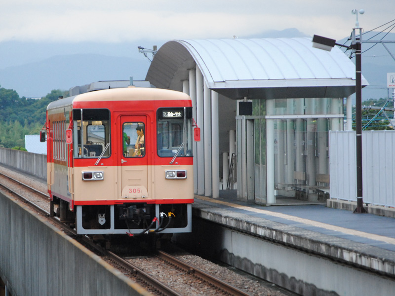 大板井駅に停車するAR305号