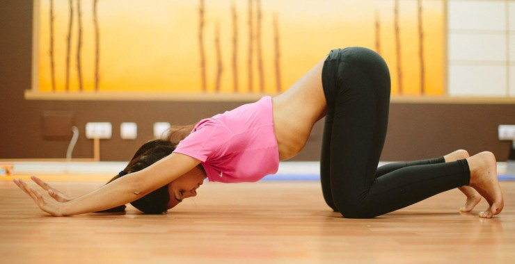 Exercice de gymnastique abdominale hypopressive