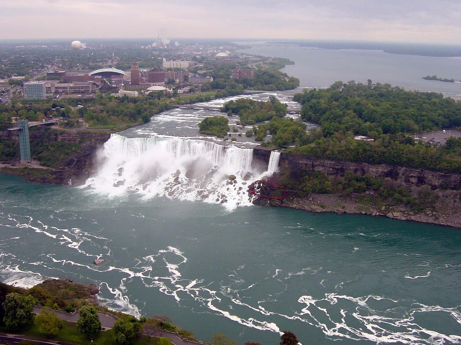 Blick vom Observation Deck zu den American Falls