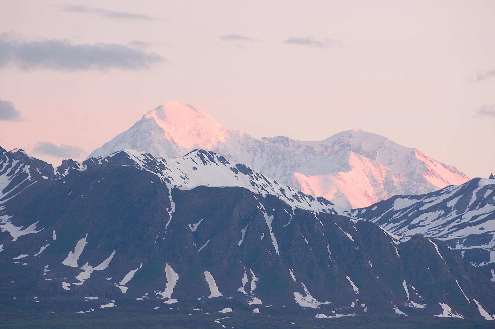 Denali (Mount McKinley) im Morgenrot, Alaska