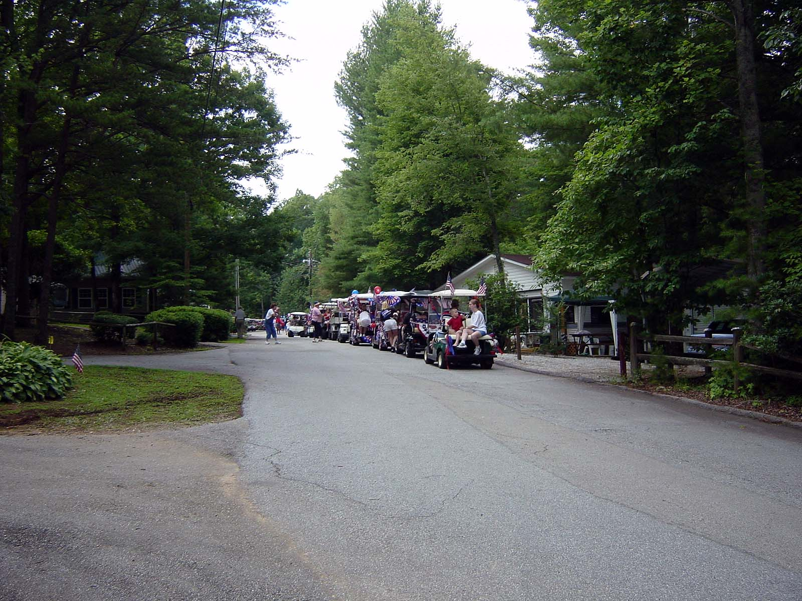 Golf Cars Parade am Independence Day, Mountain-Lakes Resorts