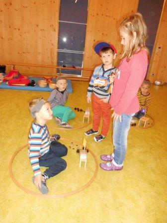 """Workshop: """"Zahlenland 1"""" mit Roswitha Hafen im  Kindergarten Stallhofen, finanziert von Kiwanis."""