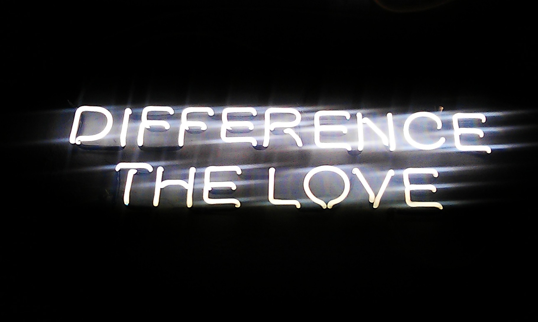 Neonschrift Berlin : Difference the Love // Neonjoecks Berlin