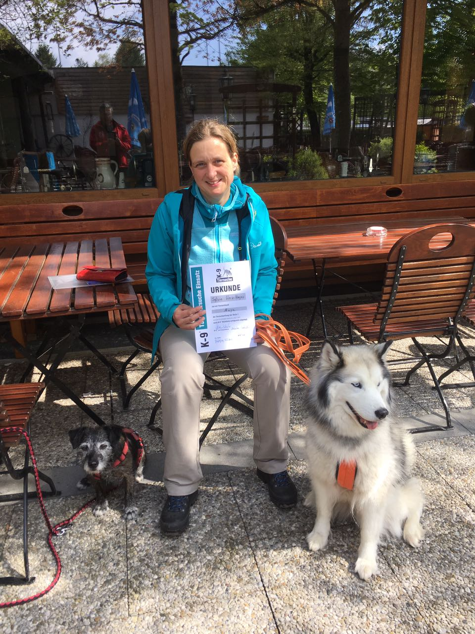 Sylvia mit Maja Tiersuche 1 - Einsatzprüfung am 08.04.2017