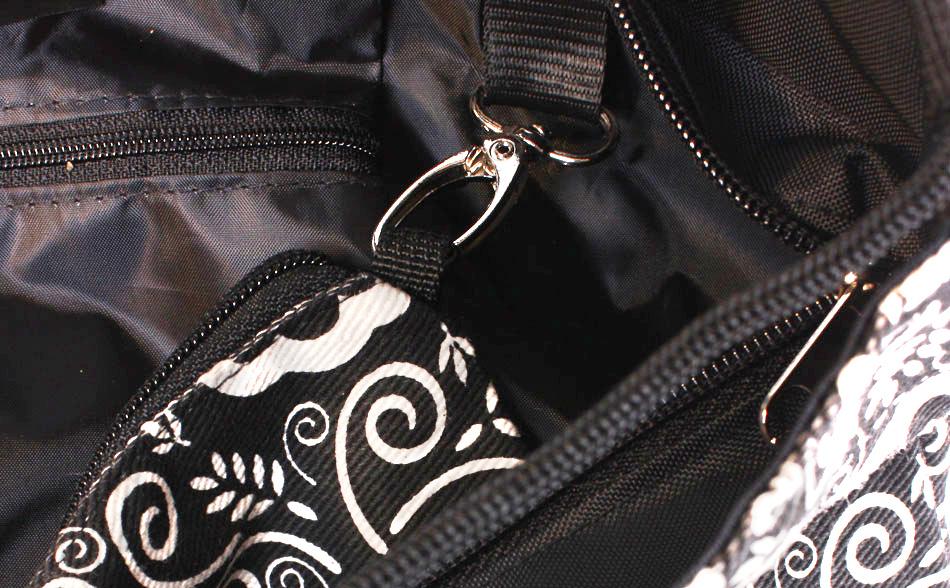 Am Karabiner in der Back-Bag eingehängt
