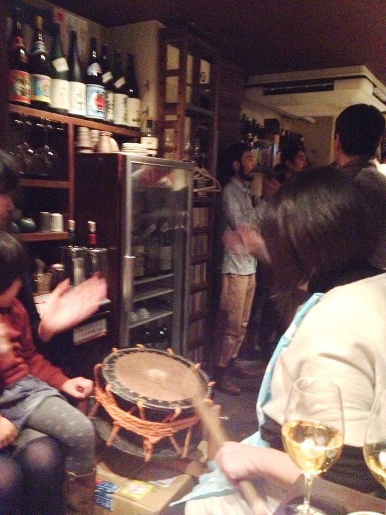 夜の宴。太鼓を持って大阪の街をウロウロしちゃう赤木工房一門。