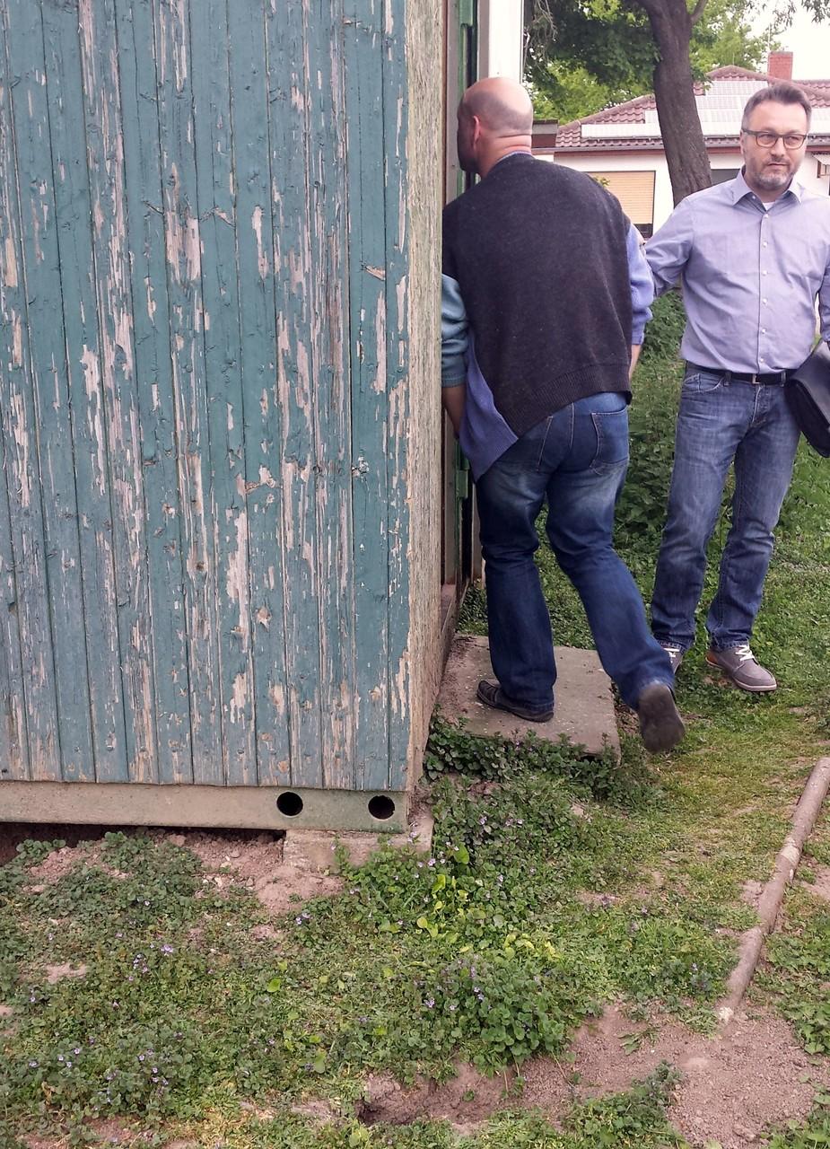 """Der Eingang der """"Villa Hagemann"""" und Hasenlöcher unter dem Fundament"""