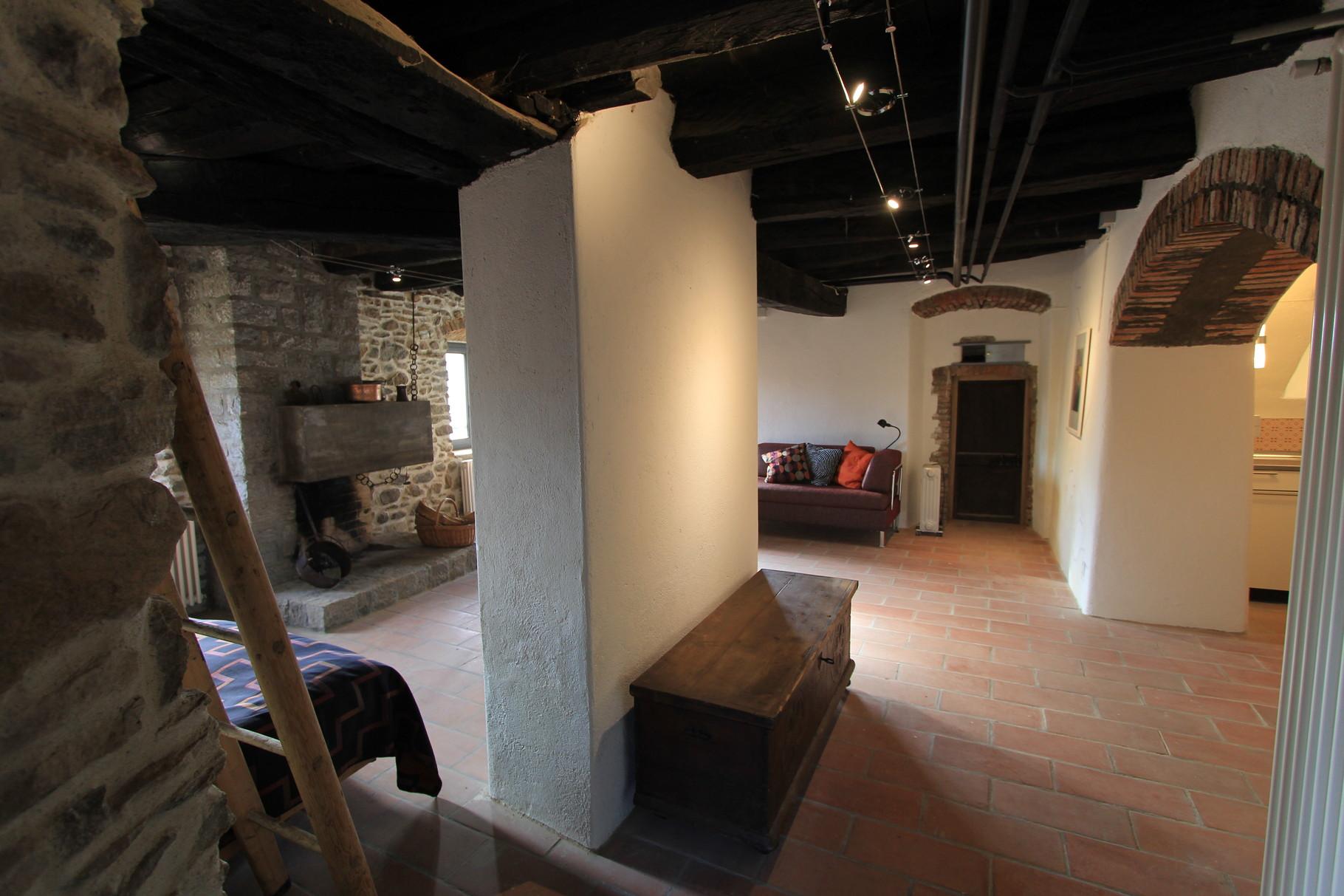 Aufenthaltsraum mit einem Bettsofa und Einzelbett