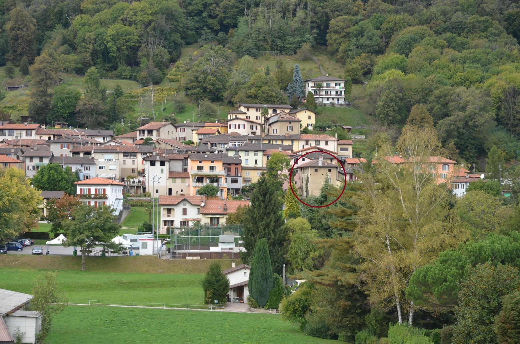 Das Haus am nordöstlichen Rand des Dorfes