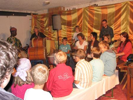 Auftritt: Kleines Afrikanisches Fest, Steinach