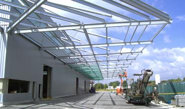 Vordachkonstruktion für Produktionshalle in Göppingen