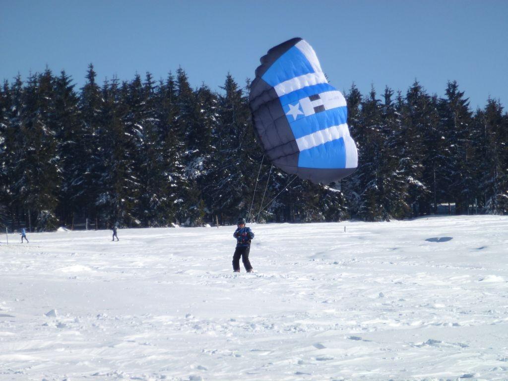 Snowkiting in Bozi Dar