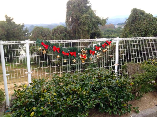 クリスマスガーランドも飾り付けました!