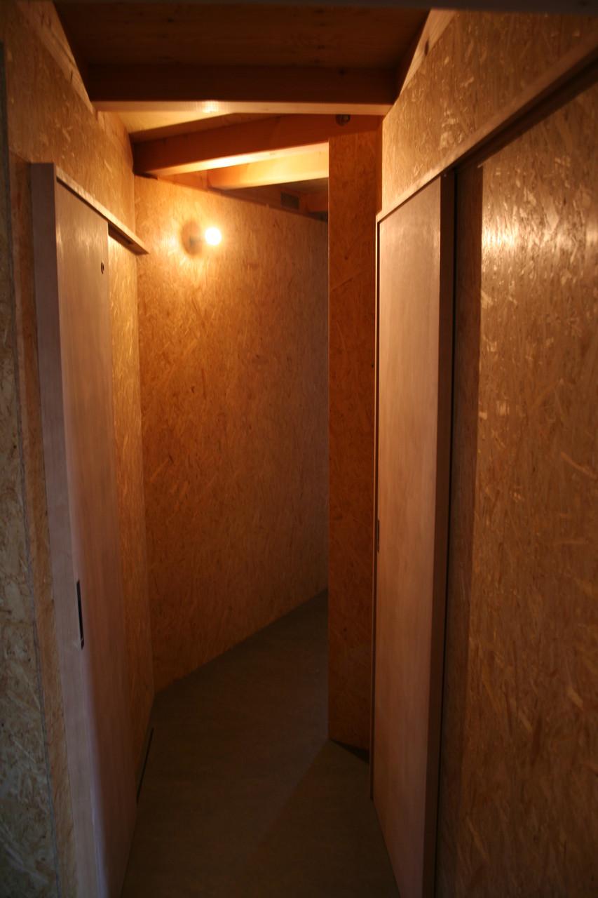 廊下(壁OSB仕上げ)