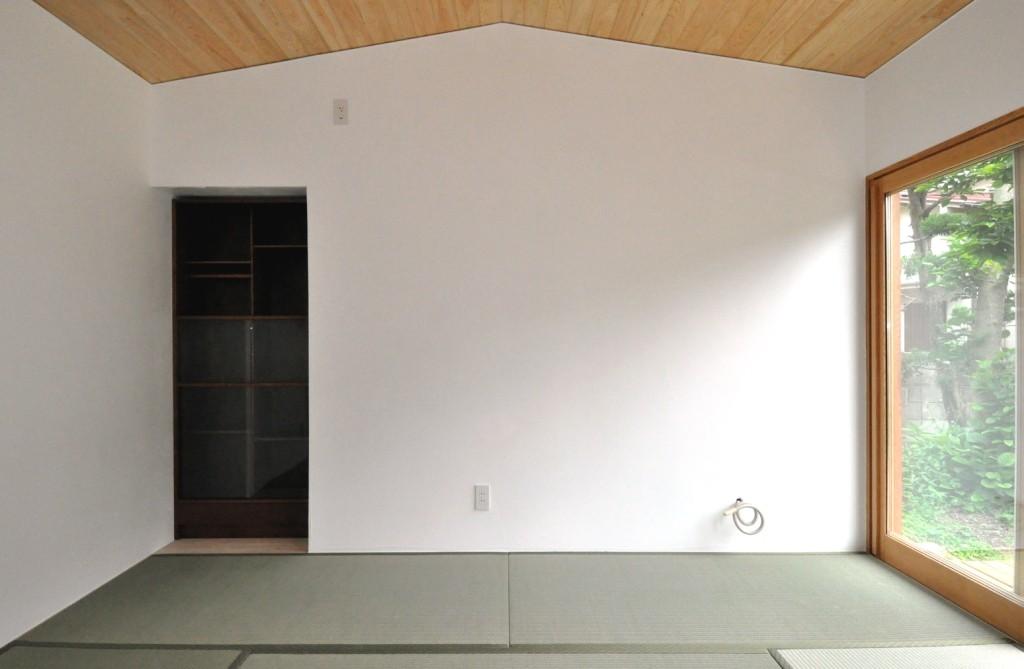 リビング船底天井天井と漆喰壁