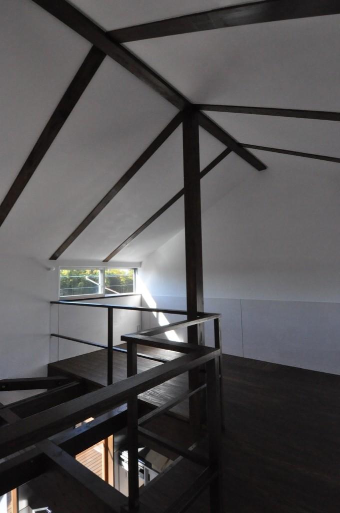 子供室の梁あらわし天井