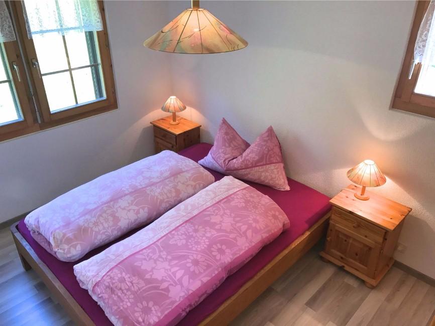 Grosses Schlafzimmer in der Sonnenhalde C12 auf der  Riederalp